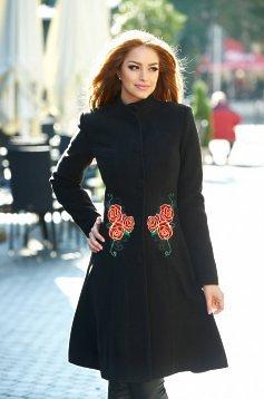 palton negru cu broderie
