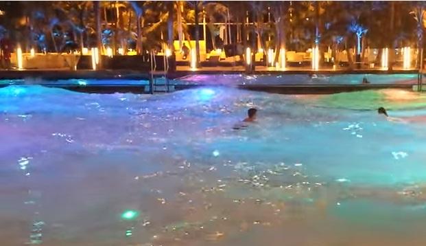 piscina cu valuri