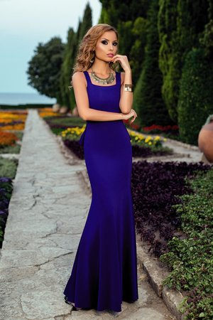 rochie albastra cu volane