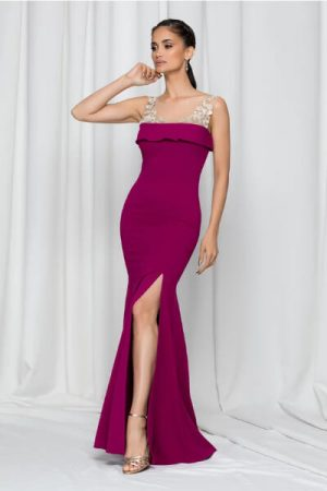 rochie accesorizata cu volanas la bust