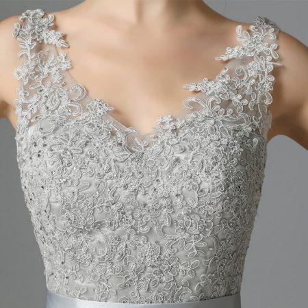 rochie cu dantela pretioasa si mini-cristale.